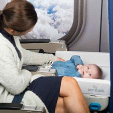 BedBox van JetKids, kinderkoffer en vliegtuigbedje